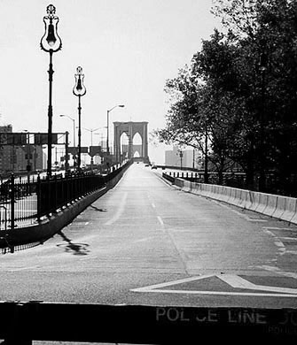 Photo: Brooklyn Bridge devoid of traffic